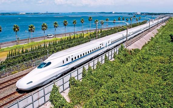 Hệ thống tàu Shinkansen của Nhật Bản được xem là chuẩn mực của tàu cao tốc thế giới, nhưng vẫn giữ ở mức 210km/giờ khi đưa vào sử dụng.