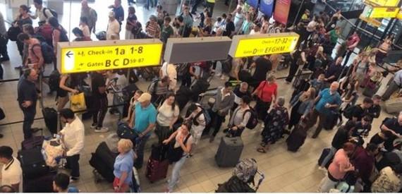 Tây Ban Nha: Hơn 100 chuyến bay tại Bacerlona bị hủy do đình công