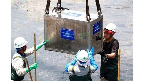 Chuyên gia Nhật Bản và Việt Nam tiến hàn lắp đặt thiết bị hệ thống Nano - Bioreactor để xử lý ô nhiễm ở sông Tô Lịch