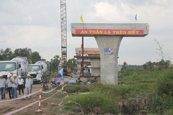 Thi công trên công trường cao tốc Trung Lương - Mỹ Thuận