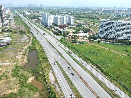 Công tác bồi thường giải phóng mặt bằng ảnh hưởng rất lớn đến việc hoàn thành các công trình hạ tầng giao thông. Ảnh: CAO THĂNG