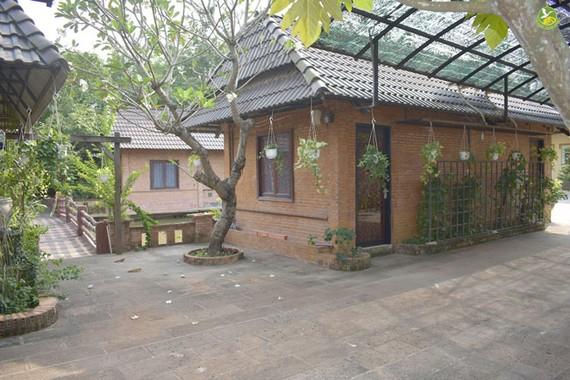 Một tổ hợp công trình khu resort Tràm Chim được xây dựng không phép tại xã Tân Quý Tây, Bình Chánh, nhưng chính quyền và ngành chức năng lại không hề biết.