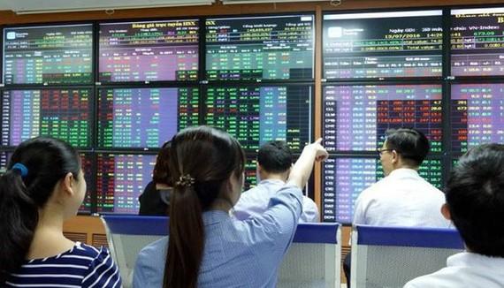 Cổ phiếu trụ giao dịch khởi sắc, VN Index đảo chiều tăng gần 10 điểm