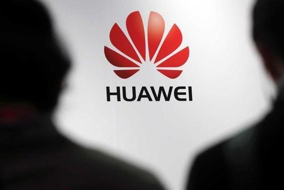Tổng thống Trump nhấn mạnh Mỹ sẽ vẫn tiếp tục hạn chế kinh doanh với tập đoàn viễn thông Huawei của Trung Quốc. (Nguồn: Reuters)