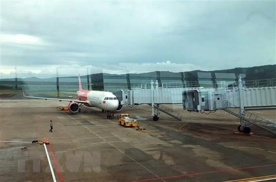 Hàng loạt chuyến bay của Vietjet và Vietnam Airline tại sân bay Phú Quốc (Kiên Giang) phải hoãn và hủy chuyến. (Ảnh: Huy Hùng/TTXVN)