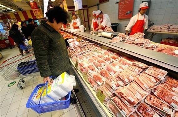 Thịt lợn được bày bán tại một siêu thị ở Bắc Kinh, Trung Quốc. (Ảnh: AFP/TTXVN)