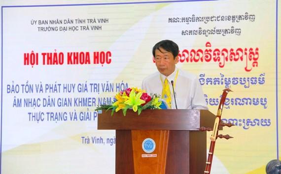 PGS.TS Phạm Tiết Khánh, Hiệu trưởng Trường Đại học Trà Vinh, phát biểu tại hội thảo.