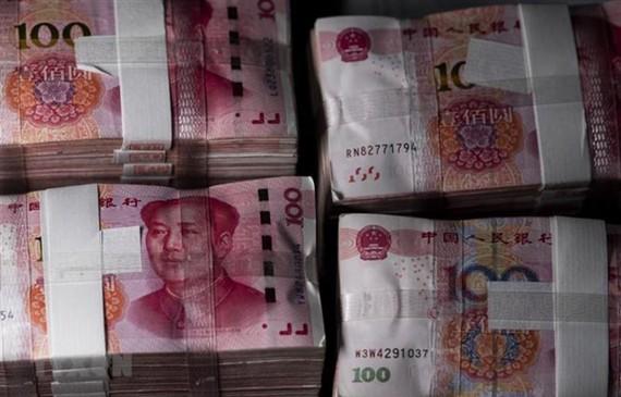 Đồng Nhân dân tệ tại một ngân hàng ở Thượng Hải, Trung Quốc. (Nguồn: AFP/TTXVN)