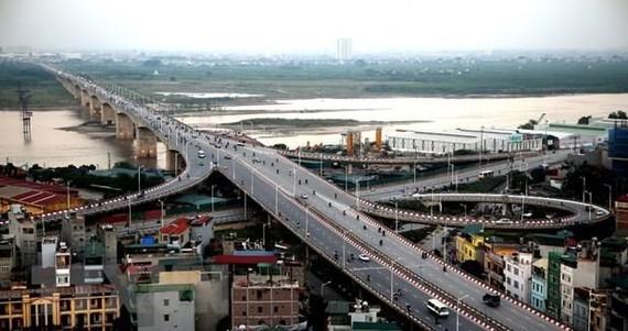 Cầu Vĩnh Tuy. (Ảnh: Huy Hùng/TTXVN)