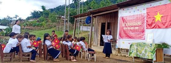 Lễ khai giảng năm học mới đơn sơ, đầy xúc động của Trường Phổ thông dân tộc bán trú tiểu học Trà Tập