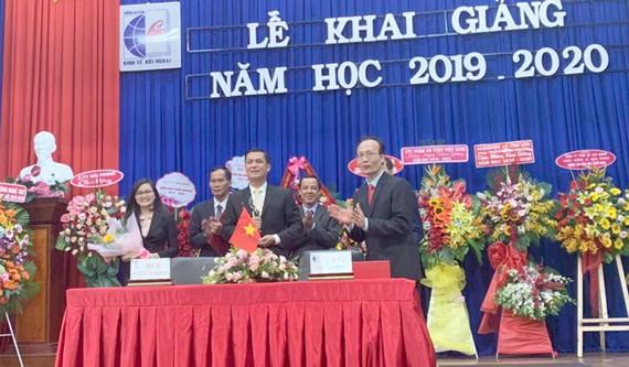 Lễ ký kết hợp tác toàn diện giữa Trường Cao đẳng Kinh tế Đối ngoại TPHCM và Khách sạn Bến Thành (Rex Hotel Saigon).