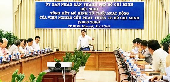 Chủ tịch UBND TPHCM Nguyễn Thành Phong phát biểu tại hội nghị. Ảnh: KIỀU PHONG