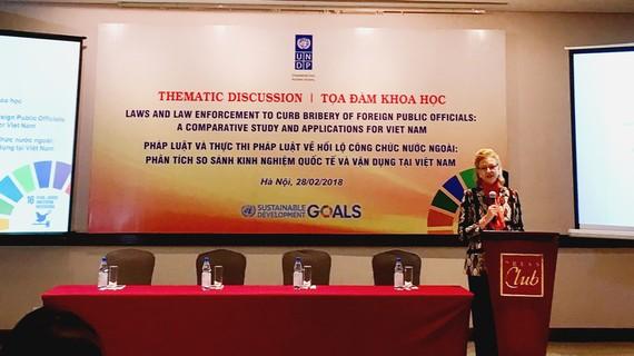 Bà Caitlin Wiesen, Giám đốc UNDP phát biểu khai mạc hội thảo