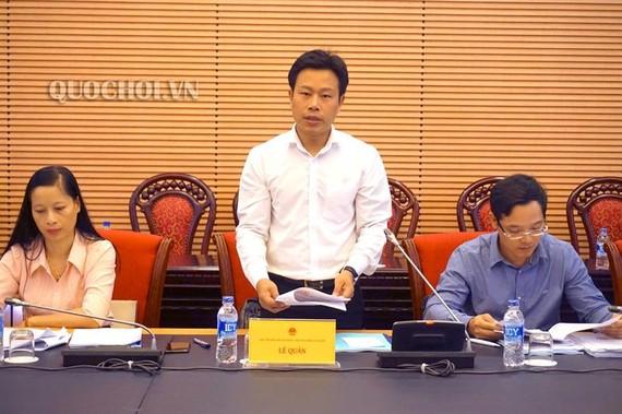 Thứ trưởng Bộ LĐTBXH Lê Quân báo cáo tại phiên họp