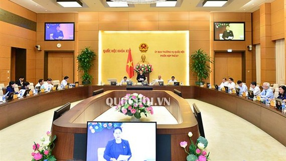 Toàn cảnh phiên họp thứ 27 của Ủy ban Thường vụ Quốc hội khóa XIV