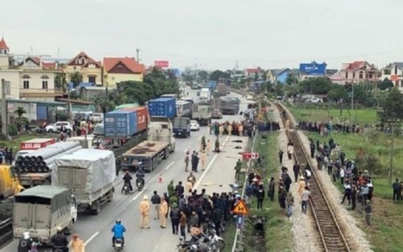 Hiện trường vụ tai nạn thảm khốc tại Hải Dương đã cướp đi sinh mạng 8 người