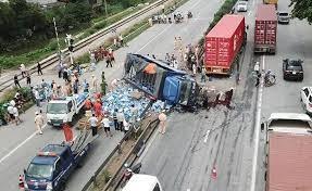 Hiện trường một vụ tai nạn giao thông xảy ra trong ngày 23-7 tại huyện Kim Thành, Hải Dương