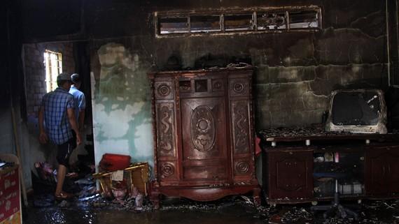 Căn nhà bị thiêu rụi hoàn toàn. Ảnh: ĐAN NGUYÊN