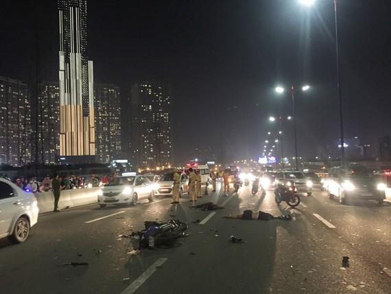Hiện trường vụ tai nạn khiến 2 người tử vong. Ảnh: CHÍ THẠCH