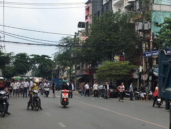 Hai nhóm đuổi chém nhau trên đường