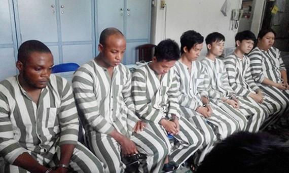 Một băng nhóm người nước ngoài lừa đảo chiếm đoạt tài sản của người dân bị bắt trước đó. Ảnh: C.T