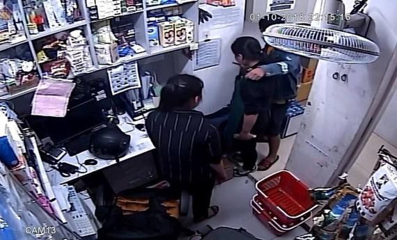 Một vụ kề dao vào cổ cướp trước đó. Ảnh: C.T