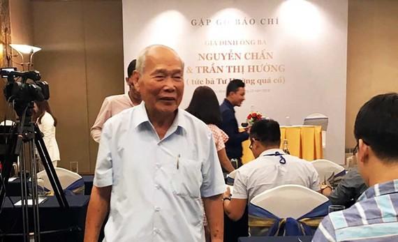 Ông Nguyễn Chấn (chồng bà Tư Hường) tố cáo con trai chiếm đoạt tài sản gia đình mình. Ảnh: L.A
