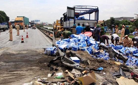 Hiện trường vụ TNGT trên Quốc lộ 5 làm 5 người chết