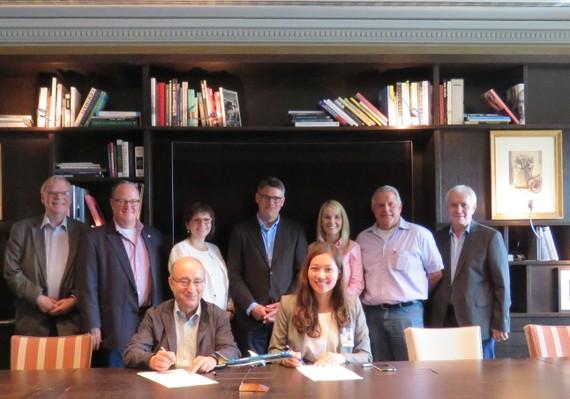 Lễ ký thoả thuận giữa Vietnam Airlines và chính quyền Bang Hessen
