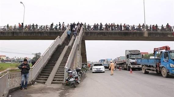 Cầu vượt thiết kế sai trên QL5