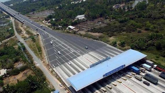 Trạm thu phí Long Phước trên cao tốc TPHCM - Long Thành - Dầu Giây. Ảnh: VIETNAM+