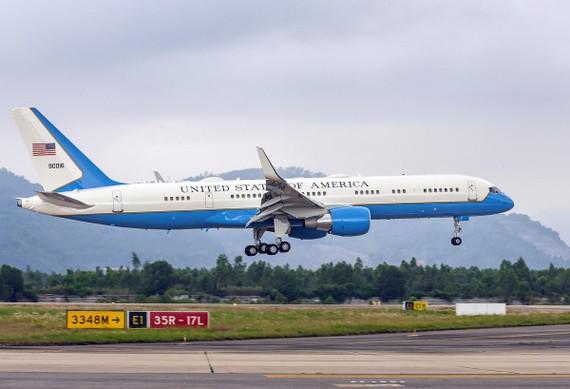 một chiếc C-32 đã hạ cánh tại sân bay Đà Nẵng trước đó