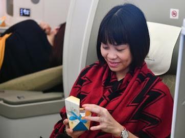 Niềm vui hành khách khi nhận quà tặng