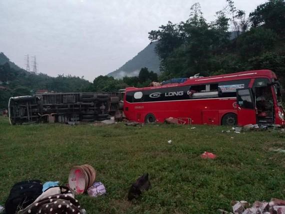 Hiện trường tai nạn tại Hòa Bình ngày 17-6