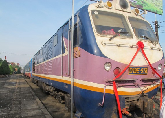Tàu chở hàng hành trình 40 giờ xuất phát từ ga Yên Viên