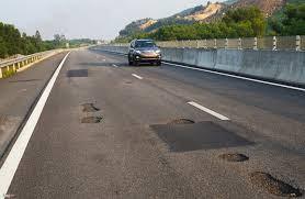 Cao tốc Đà Nẵng - Quảng Ngãi bị hư hỏng sau khi thông xe