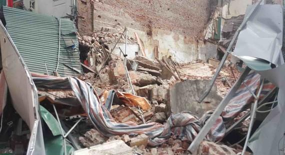 Hà Nội: Tường nhà cổ cao 10m đổ sập