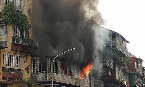 Cháy khu tập thể cũ cạnh Đại học Y Hà Nội