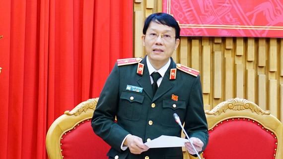 Thiếu tướng Lương Tam Quang thông tin