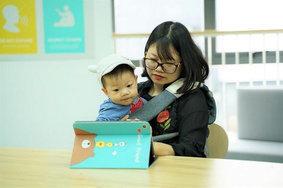 """Theo bà Phan Hồ Điệp, việc cho trẻ tiếp xúc với môi trường mạng cần có """"điều khoản và cam kết"""" rõ ràng, tránh để trẻ sa đà. Ảnh minh họa"""