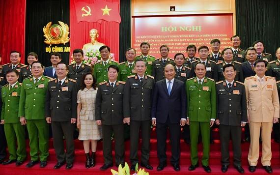 Thủ tướng Chính phủ Nguyễn Xuân Phúc; Bộ trưởng Tô Lâm cùng các đại biểu dự Hội nghị. Ảnh: Bộ Công an