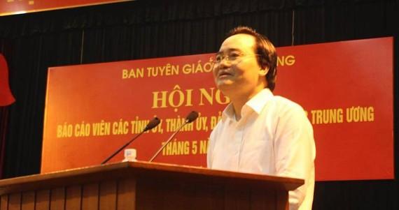 Bộ trưởng Bộ Giáo dục - Đào tạo Phùng Xuân Nhạ phát biểu tại hội nghị. Ảnh: V.K