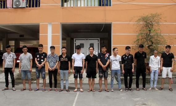 13 đối tượng đang bị tạm giữ tại Công an TP Vinh
