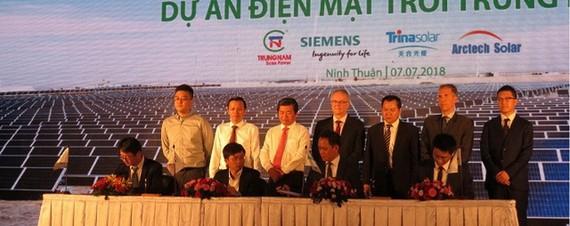 中南太陽能電廠項目昨(7)日上午在寧順省展開