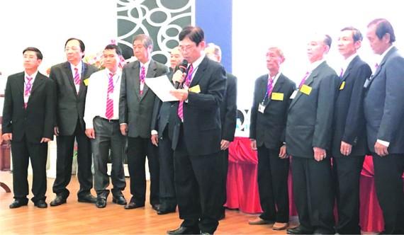 利錦章會長帶領全體執委成員宣讀新任期行動計劃。