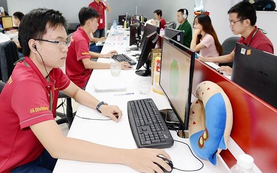 正在光中軟件園區工作的資訊技術人力隊伍。
