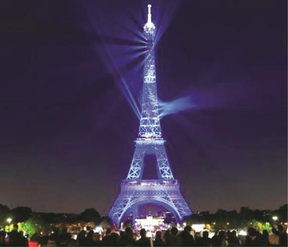 埃菲爾鐵塔慶祝建塔130週年