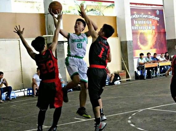麥劍雄校際暑期籃球賽每年都吸引各校學生參加。