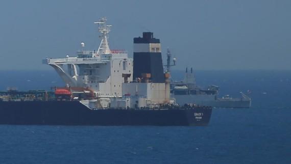 英國在海外屬地直布羅陀海域扣留一艘伊朗運油輪。(圖源:路透社。)