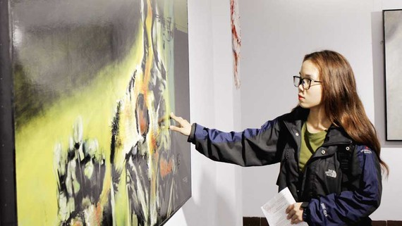 Các tác phẩm hội họa trừu tượng của Họa sĩ Vũ Trọng Thuấn thu hút công chúng yêu nghệ thuật
